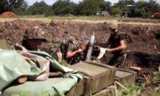 Video: Ukrainas karavīri ar artilēriju atbild blīvai separātistu ugunij