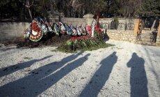 Foto: Janukoviča dēls slepeni apglabāts militārā kapsētā Krimā