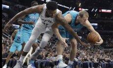 Bertāns paliek rezervē 'Spurs' komandai pārtraucot četru zaudējumu sēriju