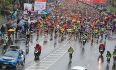 Foto: Spītējot lietum, aizvadīts 'Lattelecom' Rīgas maratons