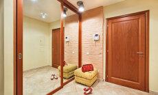 Spogulis priekšnamā jeb koridorā