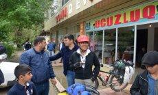 Latvieši trīs dienās šķērso Azerbaidžānu, piedzīvojot stipru vētru un robežsargu 'piekasīšanos'