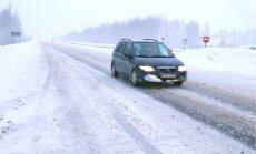 Autovadītāju ievērībai: braukšanas apstākļi daudzviet apgrūtināti; ceļam jāieplāno papildu laiks