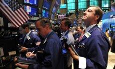 Naftas cenas krītas, biržu indeksi pieaug