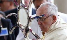 """Папа римский причислил к лику святых свидетелей """"чуда в Фатиме"""""""