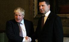 Tiekoties ar Vējoni, Boriss Džonsons paziņo par aizsardzības atbalsta palielināšanu Baltijai