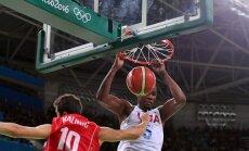 ASV basketbolisti dramatiskā izskaņā uzvar Serbiju; Austrālija iekļūst ceturtdaļfinālā