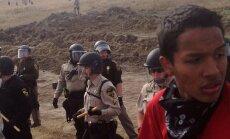 Foto: ASV izklīdina dabas aizstāvju demonstrāciju un aiztur 16 protestētājus