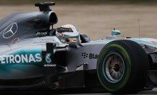 Hamiltons triumfē pavērsieniem bagātajā ASV 'Grand Prix' un izcīna čempiona titulu