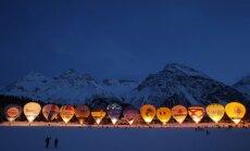 Dienas ceļojumu foto: Mirdzoši gaisa baloni Šveices Alpos