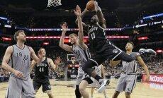 Bertānam pieci punkti un divi bloķēti metieni 'Spurs' uzvarā pār 'Nets'