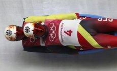 Pasaules čempions kamaniņu sportā pirmssezonas treniņā Oberhofas trasē salauž kāju
