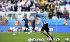 ВИДЕО: Суарес забил в первом же матче за Уругвай с ЧМ-2014, у Месси — антирекорд