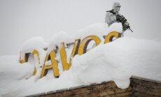 Foto: Pasaules varenos Davosā sagaida dziļas kupenas