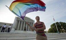 ASV augstākā tiesa atceļ aktu, kas definē laulību kā vīrieša un sievietes savienību