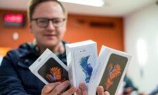 Foto: Oficiālais 'Apple' partneris Latvijā uzsāk jauno 'iPhone' pārdošanu