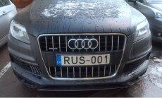 Foto: Latvijas auto reģistrācijas numurzīme ar Krievijas karodziņu pa vidu