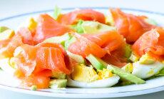 Kārdinošie laša salāti: 12 receptes ar konservētu, mazsālītu vai kūpinātu lielo zivi