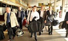 Fotoreportāža: Latvijas hokeja izlase dodas uz PČ