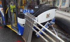 Большая авария на ул. Бривибас: водитель троллейбуса перепутал педали
