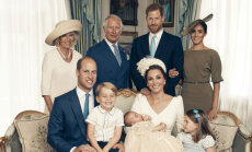 Britu karaļnams publisko apburošus mazā prinča Luisa kristību foto