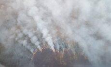 Foto: Ramatas pagastā lielā platībā deg purvs; lūdz Igaunijas palīdzību