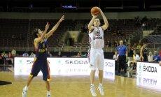 Latvijas basketbolisti EČ kvalifikācijas spēlē sagrauj Rumāniju