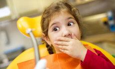 Sabiedrību šokē zobu raušanas metodes bērniem; institūts bažas noraida