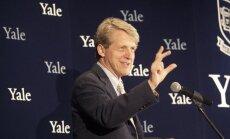 Nobela prēmijas laureāts: ASV finanšu burbulis ir tuvu sprāgšanai
