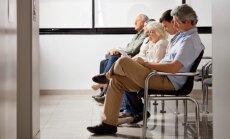 Veselības aprūpes reformas rezultātā lielākās rindas pie speciālistiem vidēji samazinājušās par 42%, paziņo Čakša