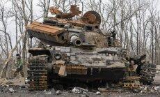 Sakropļots Krievijas tankists atklāj, kā glābās no degoša tanka pie Debaļceves