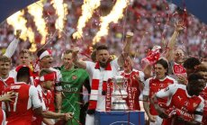 Arsenal celebrate win the English FA Cup final