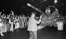 Pučam – 25: Uz barikādēm Maskavā un pie radioaparātiem Rīgā