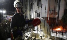 ASV, ES un Krievija nosoda vandalismu pie vēstniecības Kijevā; aizturēti trīs cilvēki (15:20)