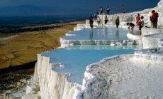 Ūdens kaleidoskops: krāšņi ezeri, pludmales un ūdenskritumi, kurp doties atvaļinājumā