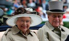 Елизавета II рассказала о тяжести своей короны