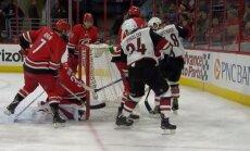 Video: Neticami kuriozs vārtu guvums NHL spēlē