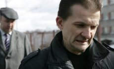 Štālbergs un Gulbja aizstāvis pārsūdz notiesājošo spriedumu Vaškeviča automašīnas dedzināšanas lietā