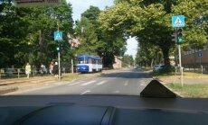 ФОТО: На улице Баускас трамваи выехали навстречу друг другу
