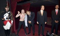 Foto: 'Femen' aktīviste sodīta par uzbrukumu Putina vaska figūrai