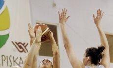 'TTT Rīga' basketbolistes sagrauj kluba biedrenes no 'TTT Rīga - Juniores' komandas