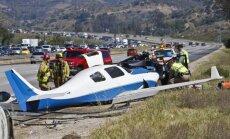 Kalifornijā lidmašīnai saduroties ar auto viens bojāgājušais