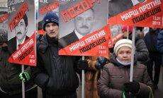 Maskavā tūkstoši piedalās gājienā pret adopciju uz ASV aizliegšanu