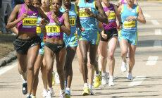 Bostonas maratons šogad beidzies mierīgi; otro gadu pēc kārtas triumfē Kenijas skrējēja