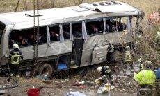 Pieci cilvēki gājuši bojā autobusa avārijā Beļģijā (+FOTO)