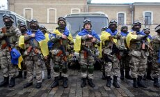 'The New York Times': Vašingtona sākusi apsvērt ieroču nosūtīšanu Ukrainai