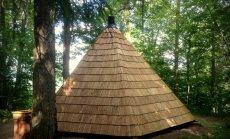 Siguldā atjaunota atpūtas vieta pie Mednieku namiņa