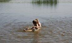 Veselības inspekcija aicina izvērtēt nepieciešamību peldēties Mežciema apkārtnes mazajos ezeros