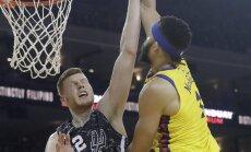 Bertānam 13 punkti dramatiskā 'Spurs' zaudējumā pret principiālo pretinieci 'Warriors'