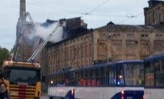 Ugunsdzēsējiem izdevies lokalizēt ugunsgrēku Maskavas ielā